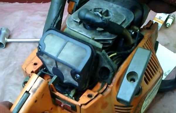 Обзор бензопилы Хускварна 135 — технические характеристики, регулировка карбюратора, а также почему плохо заводится